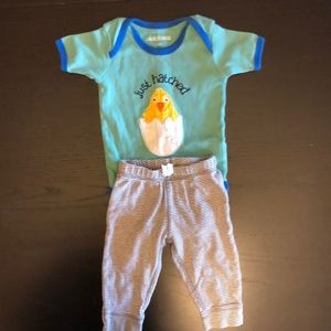 🎉 Just hatched bodysuit and Carter's pants